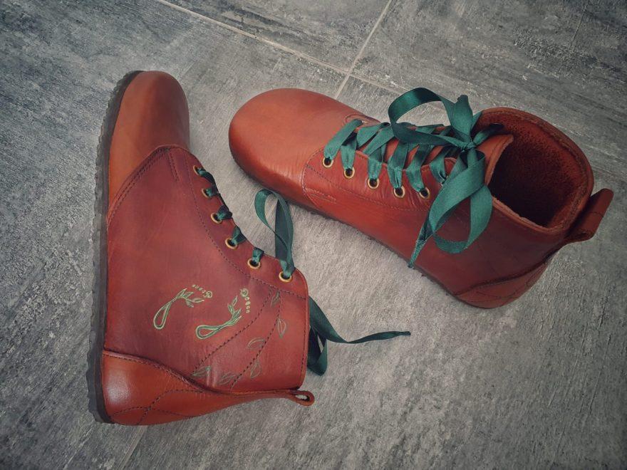 Zimní boty se zeleným prošíváním